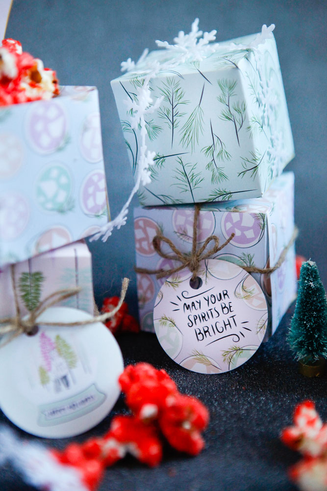 DIY printable holiday gift boxes & tags | freckleandfair.com