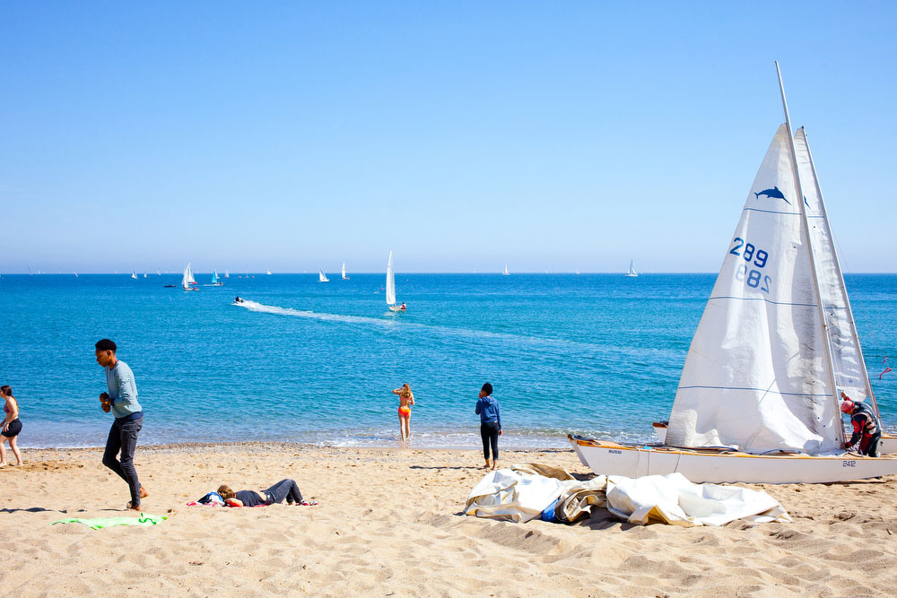 Go to the beach | What to do in Barcelona | freckleandfair.com