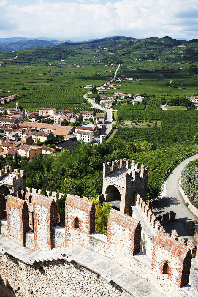 Small towns in Veneto — what to see and do in Soave, Italy | www.freckleandfair.com