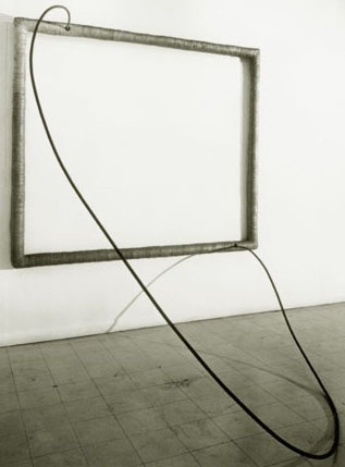 """Hang Up"" by   Eva Hesse (1966). Acrylic paint on cloth over wood; acrylic paint on cord over steel tube. 182.9 x 213.4 x 198.1 cm. The Art Institute of Chicago."