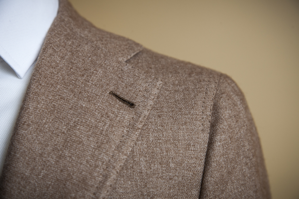Our signature high placed notch lapel with double hand stitching.