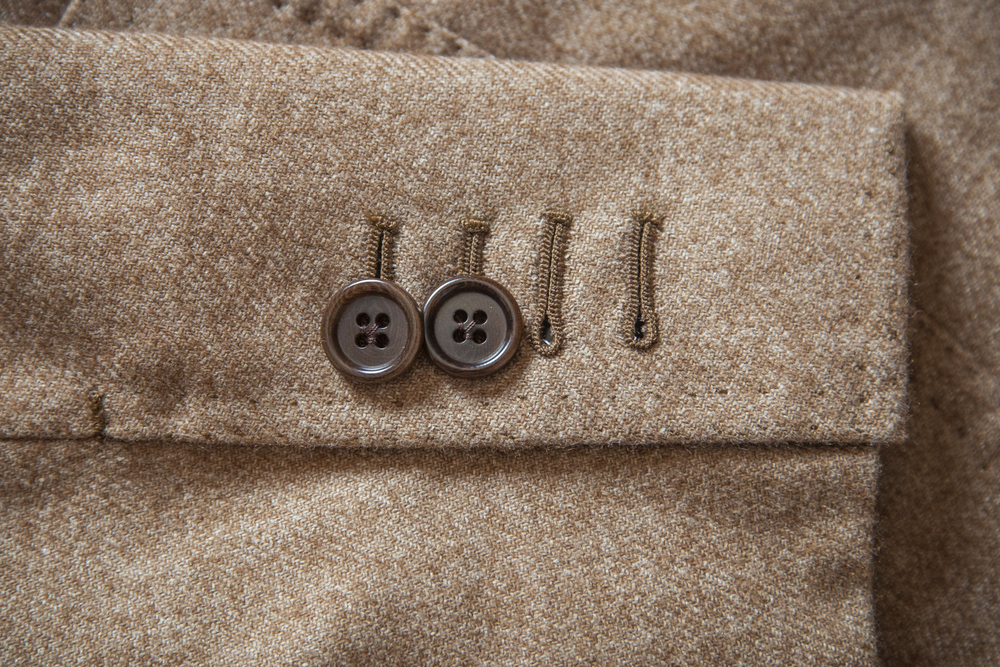 Our individually hand sewn buttonholes, a detail mastered by experienced craftsmen.