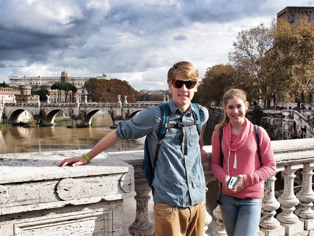 Kids over the Tiber