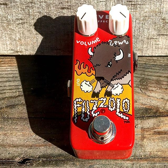 Happy Fuzz Pedal Friday to all you fuzzmongers out there!! Today I give you the god damn cutest lil fuzz I ever seen. The Z.Vex Fuzzolo!! This tiny pedal packs a punch, I don't know how Mr. Vex Crammed a full size angry buffalo into this tiny steel cage.  This silicon fuzz is s simplified version of their Mastotron circuit. Limiting controls to Volume & Pulse Width. This beast is LOUD!  With the PW down low you can channel creamy Hendrixian Fuzz tones, crank it up to get NASA grade tearing Velcro fuzz!  Like a Firebreathing space dragon!  I think this may become my new keychain, that way I will always have a lil fuzz in my pocket. #fuzzpedalfriday #fuzzbox #fuzz #fuzzpedal #pocketfuzz #fuzzalo #siliconfuzz  #hendrixian #spacedragon #pistoleroguitarworks #pistoleroguitars
