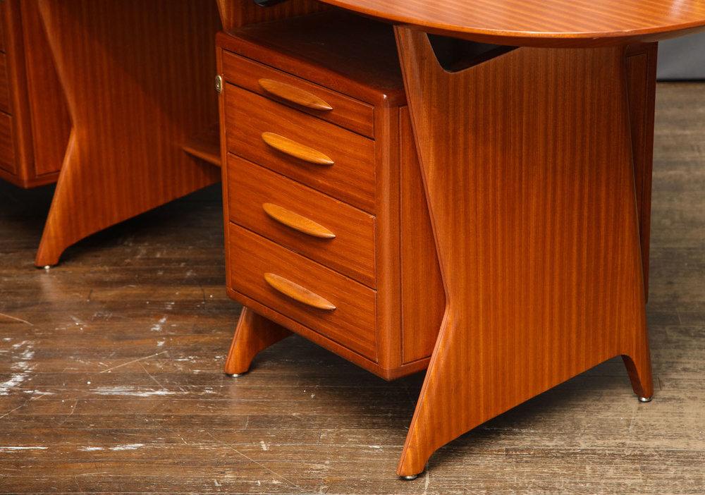 Ponti Desk & Panel 6.jpg