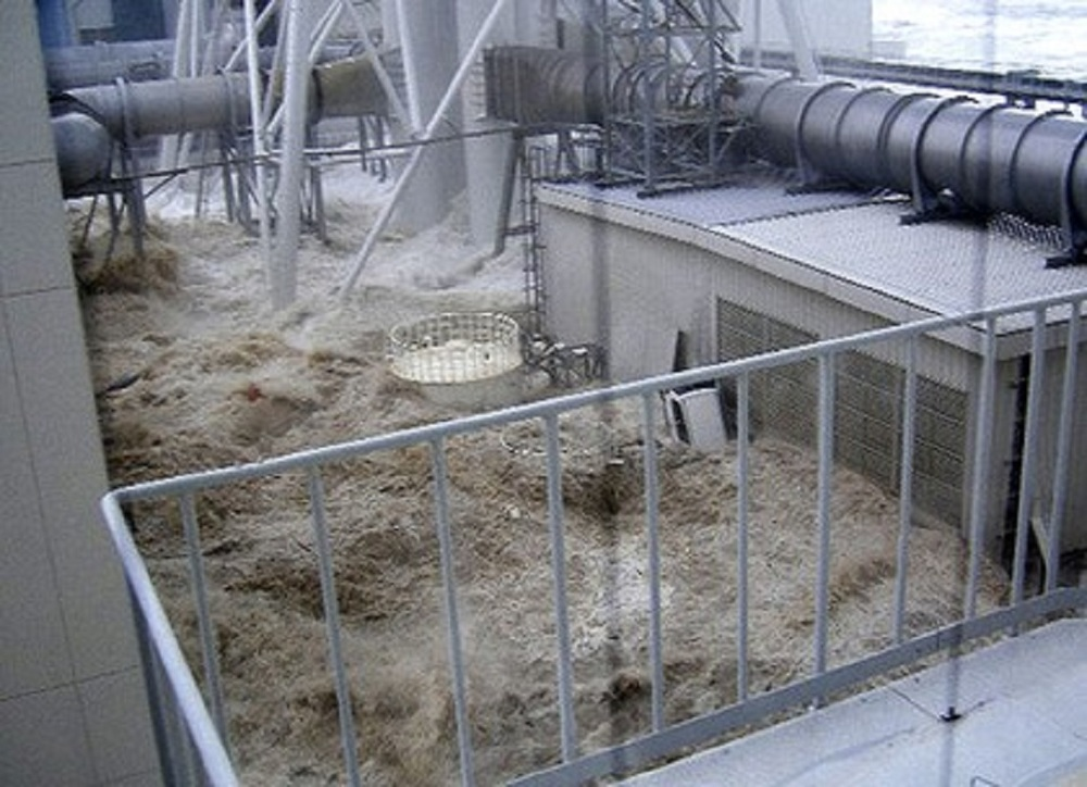 water rushing into the Fukushima nuclear reactor during the March 11 tsunami.jpg