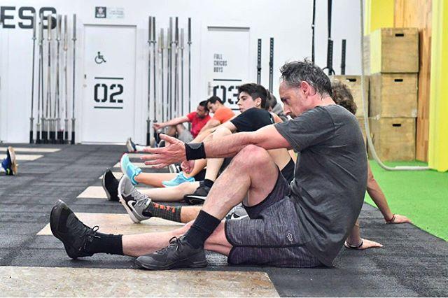 Es muy importante estirar después de cada entrenamiento para que tus músculos se recuperen, aceleres la absorción del ácido lácteo, lo que hace que se disminuyan las agujetas que se manifiestan después de cada WOD. Tips: Dedícale al menos 15 minutos.  GO.  #fullcrossfit #fulltraining #training #estirar #streching #deporte #gimnasio #gym #box #wod #training #fit #fitness #functionaltraining #crossfit #crossfitgames #valencia #españa #spain #benimaclet