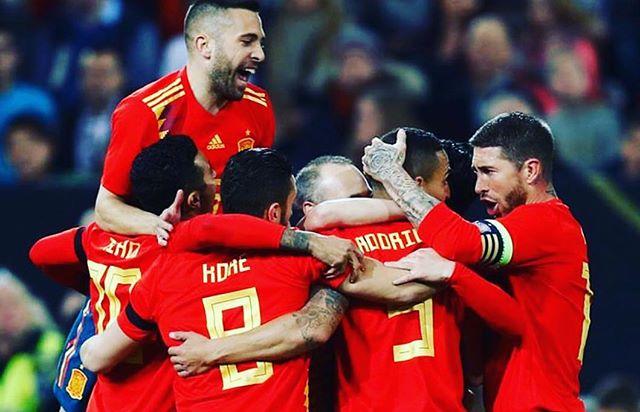 A FULL CON LA ROJA. Gran comienzo del mundial y vamos a por todas campeones. 321.GO  #fullcrossfit #fulltraining #fullfit #fitness #futbol #rusia2018 #mundial2018 #crossfit #crossfitgames #deporte #valencia #españa #spain #portugal