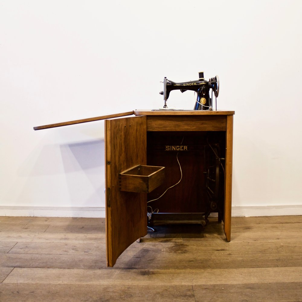 1950u0027s Singer Sewing Machine Cabinet
