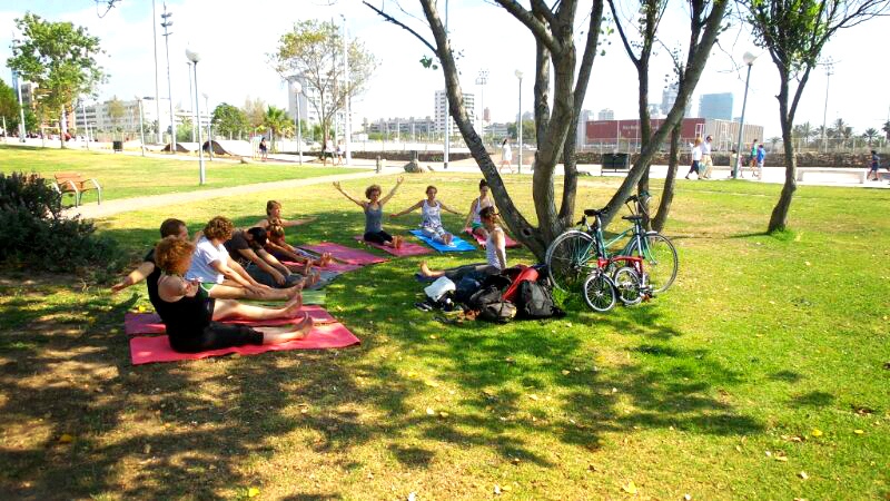 5-xs-yoga-aire-libre-barcelona.jpg