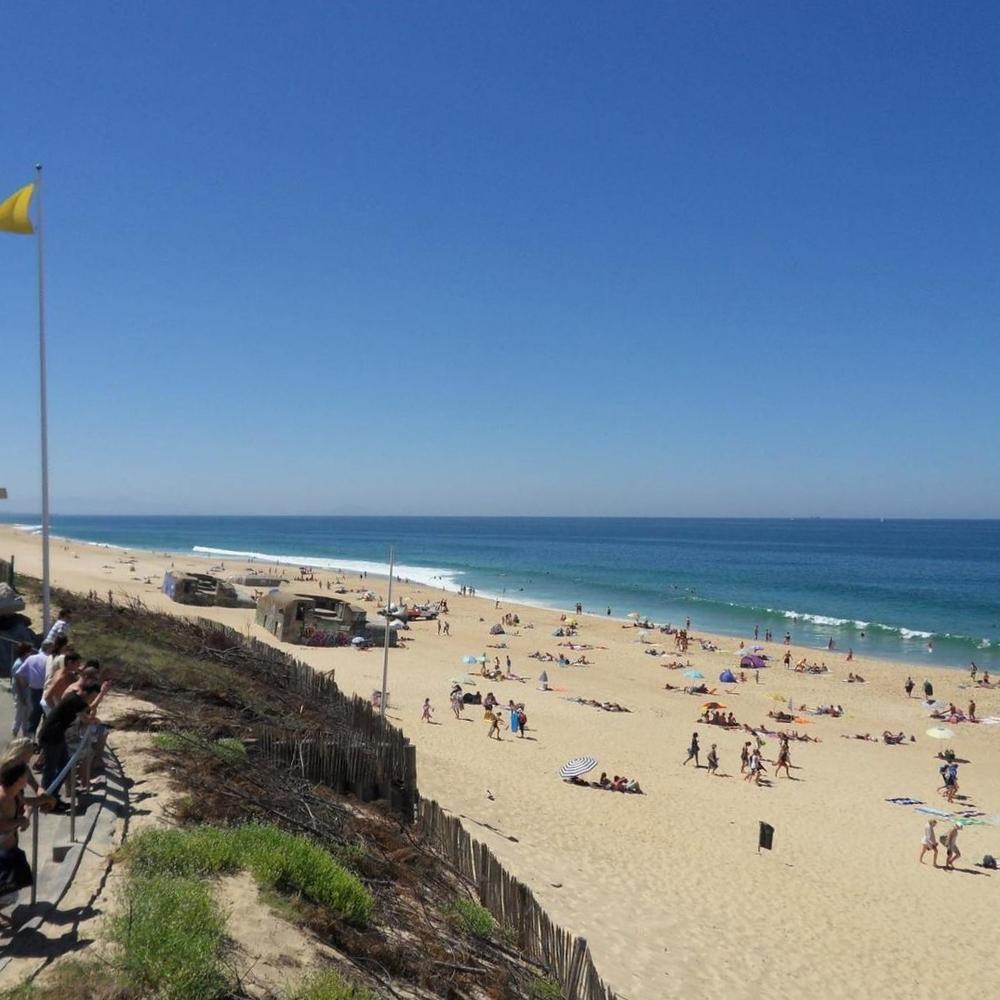 """""""Go & Surf y el PLANETA: una aproximación medioambiental y humana al mundo del océano.""""Esta es una de las misionesque se propone el campamento de surf situado a 30m de las playas francesas del Atlántico y de las legendarias olas de Landas."""