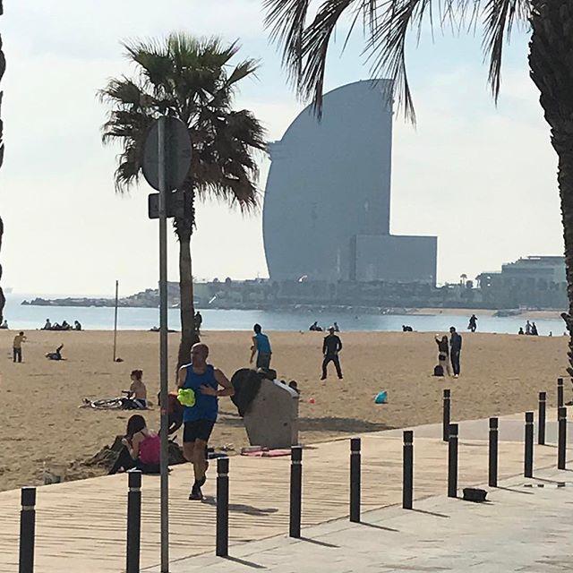 The #beach is always a good idea! (Pic by @belledjour ) #surfandhelp #labarceloneta #sunnyday #labarcelonetamoments #bcn #barcelona #barcelonagram