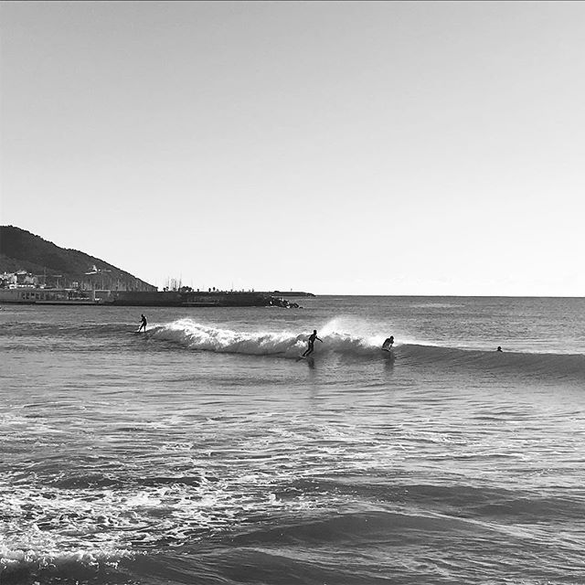 Small surfing mornings🌊🏄🏻‍♂️ near Barcelona. Nice weekend guys! 🤙🏼 #surf #surfing #surflife #saltysoul #saltyskin #lifeisbetteratthebeach