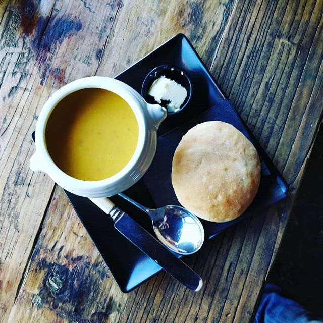 On cold days like today there's nothing better than a delicious bowl of soup and a crusty roll to warm you up (today we have for you a fantastic Thai butternut squash) #uecoffeeroasters #winter #trueartisans #thai #butternutsquash #soup #bestinoxfordshire #bestinwitney #cafe #coffeeshop