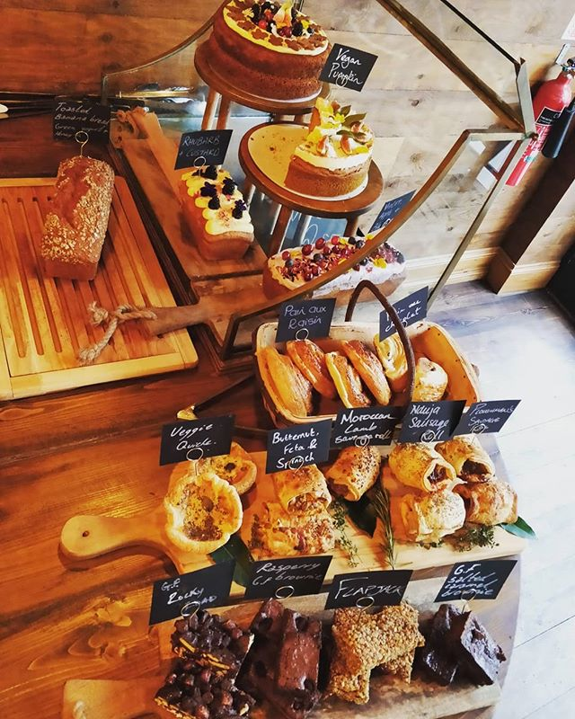 Today selection of delicious treats #uecoffeeroasters #trueartisan #bestinwitney #bestinoxfordshire #cake #bannanabread #sausagerolls #yummy