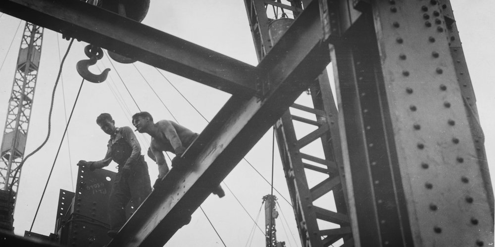 Empire_State_Building_Girders_and_Workers_(6620241865).jpg