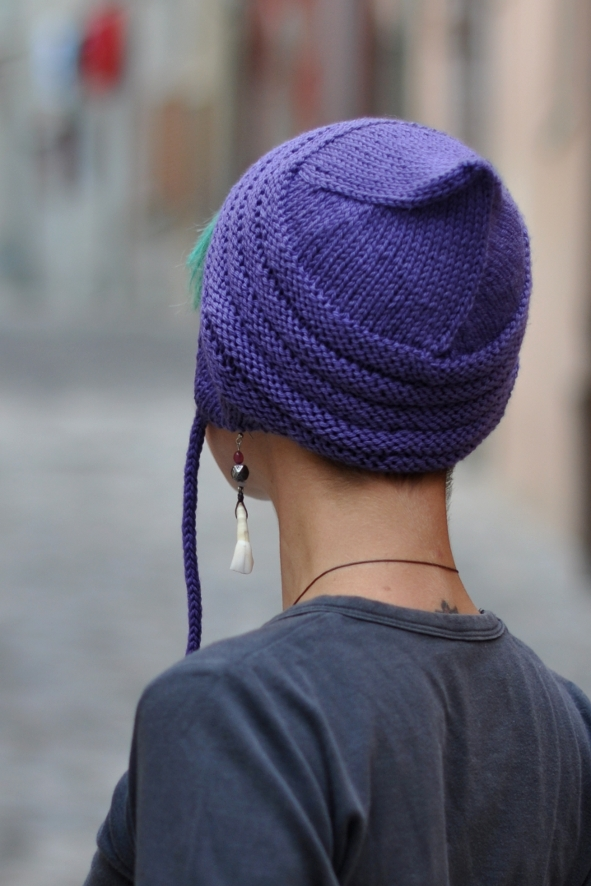 Buzzba pixie chullo Hat knitting pattern