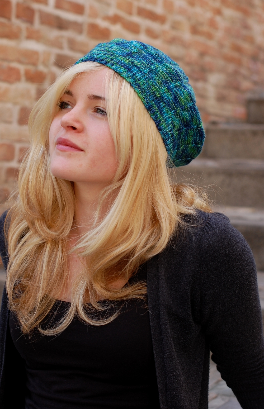 Radial variegated beret knitting pattern