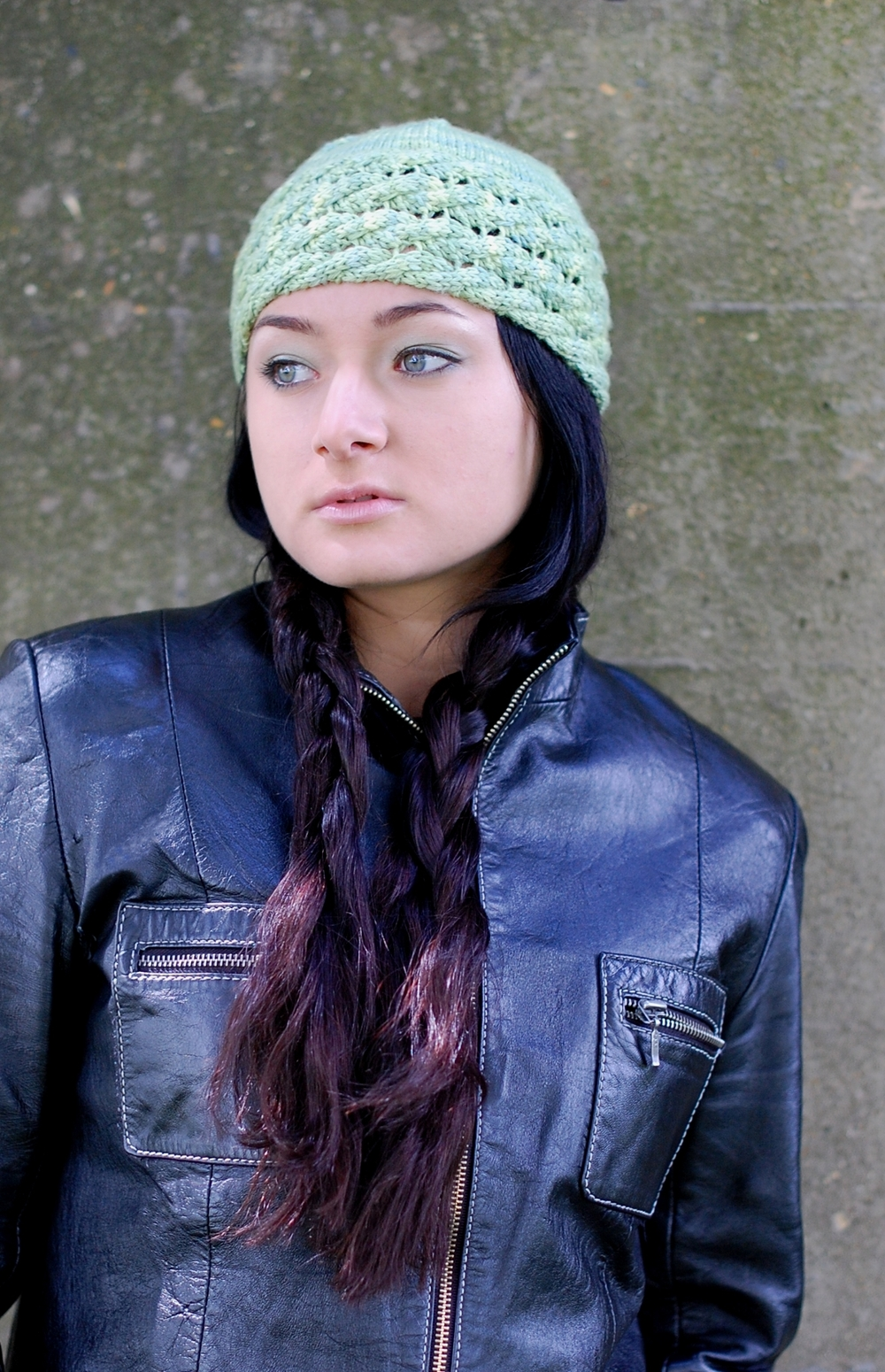 Trenza hat knitting pattern with sideways cables