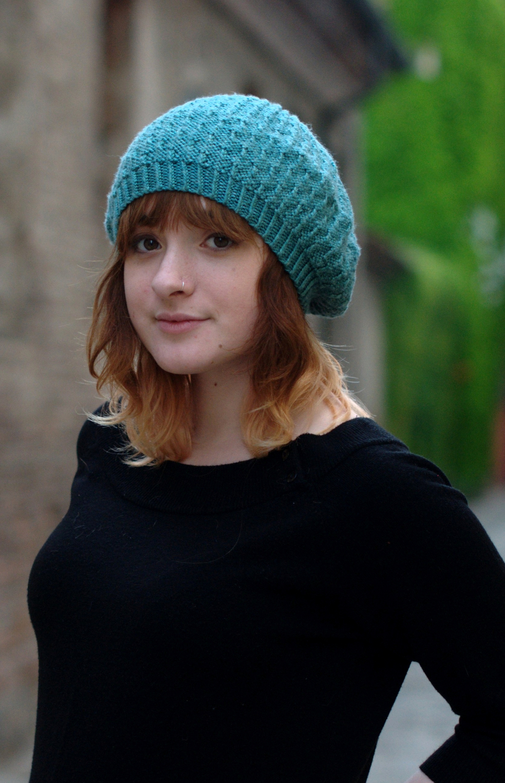 Annular textured beret knitting pattern