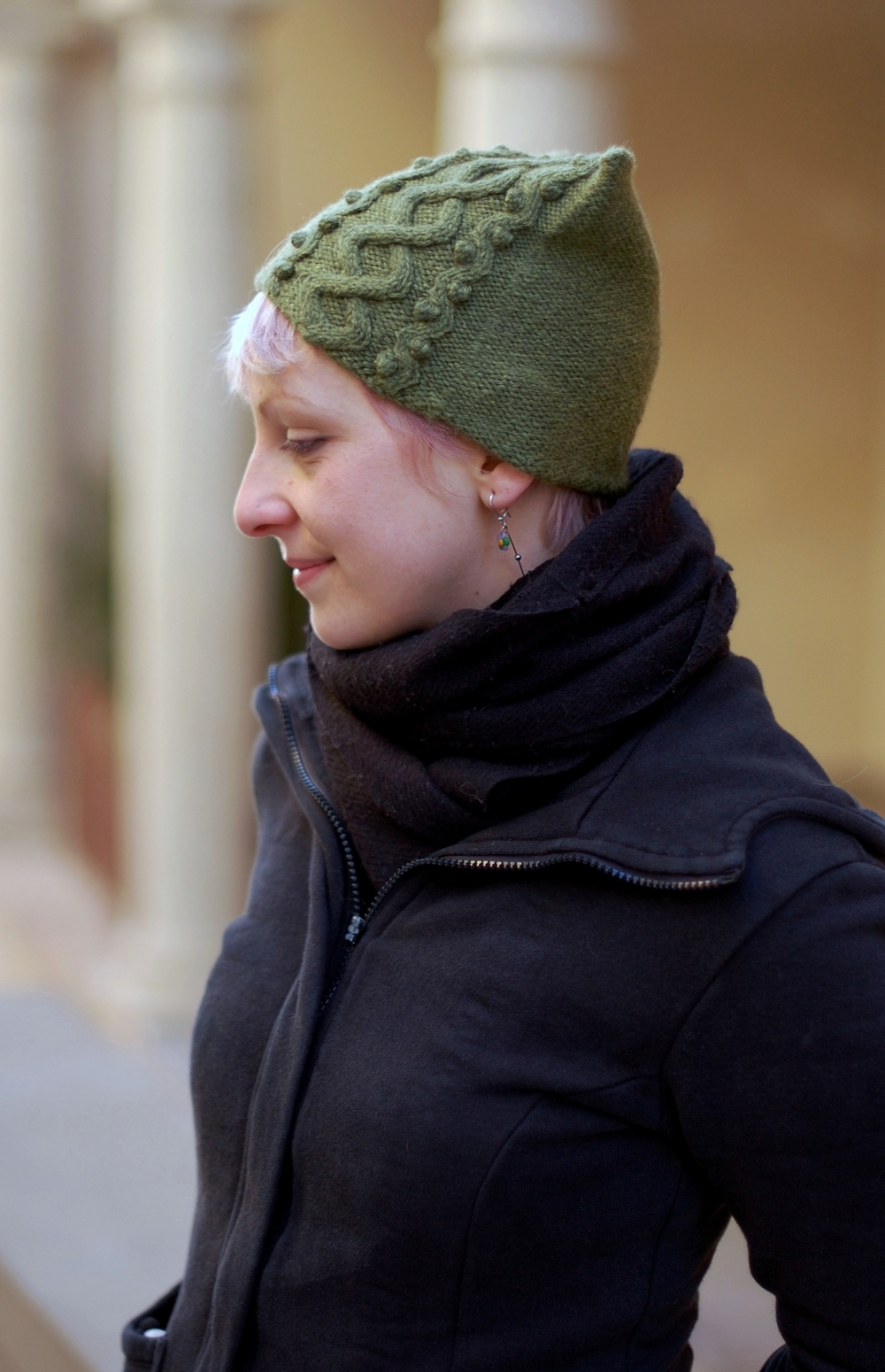 Floralys cable Hat knitting pattern