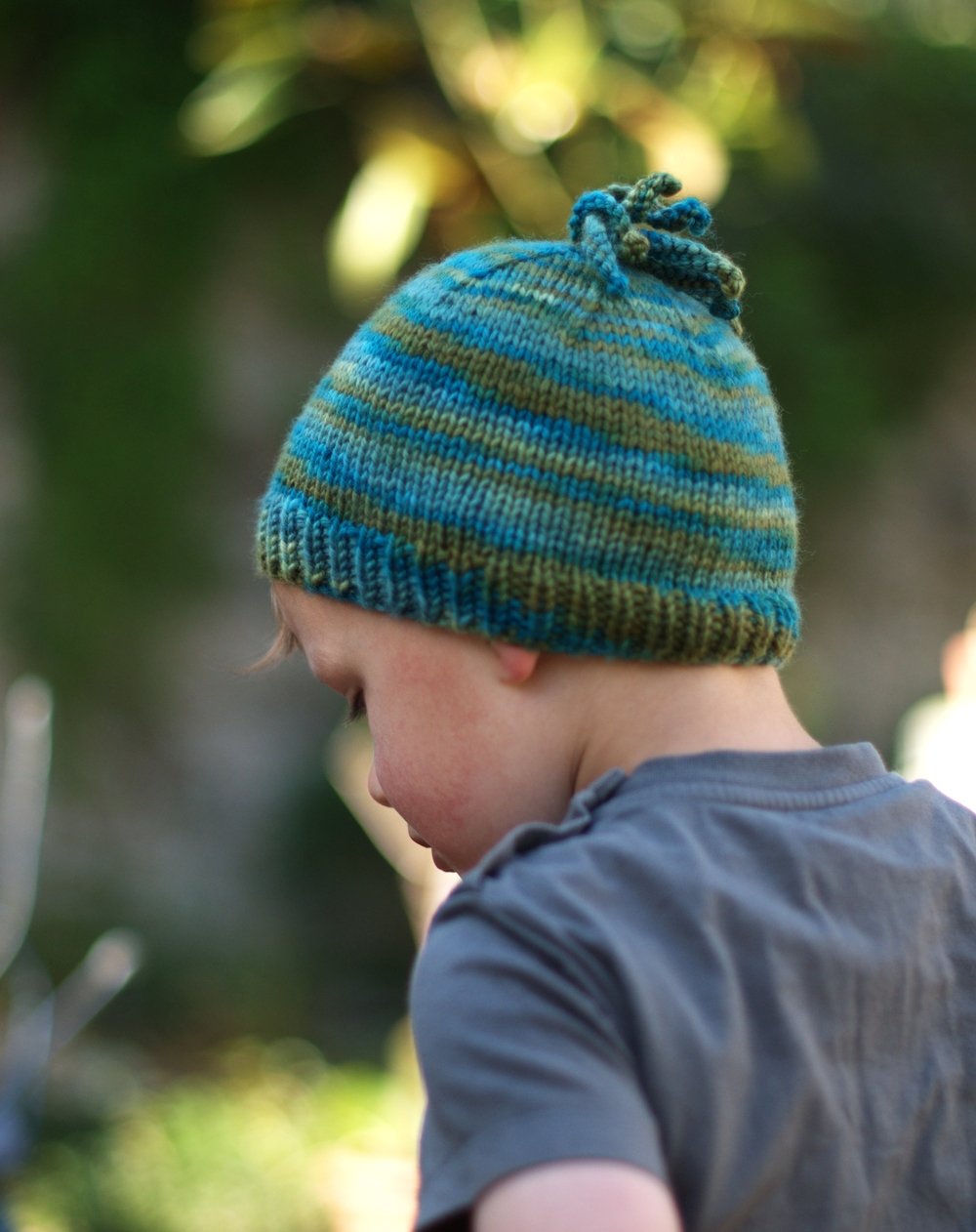 Polpo childs beanie knitting pattern for variegated yarn