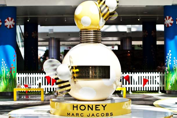 Glory Shot Marc-jacobs Honey Bottle Promotion, Westfield Shopping Centre, Sculpts, Display,.jpg