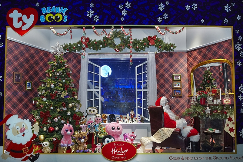Propability, Creative Design, Hamleys of London, Hamleys Regent Street, Window Display, Christmas Windows 2014, Christmas, Animation, Props, Sculpts, Santa, Reindeer, North Pole, TY, Peppa Pig, Frizzys, Visual Merchandising, VM and Retail Design, 13.jpg