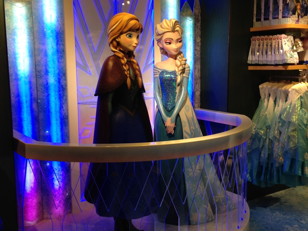 FROZEN INSTORE DISPLAYS - DISNEY STORE   November 2014