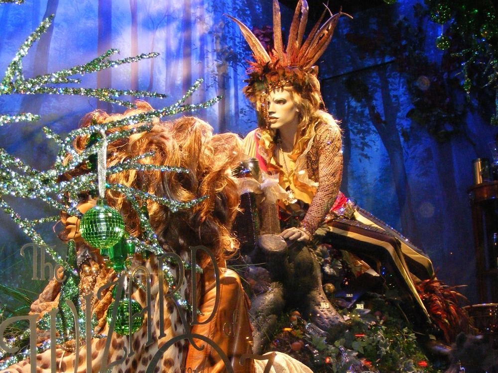 Wizard-of-Oz-Christmas-Windows-Harrods-Visual-Merchandising-Windows-Displays