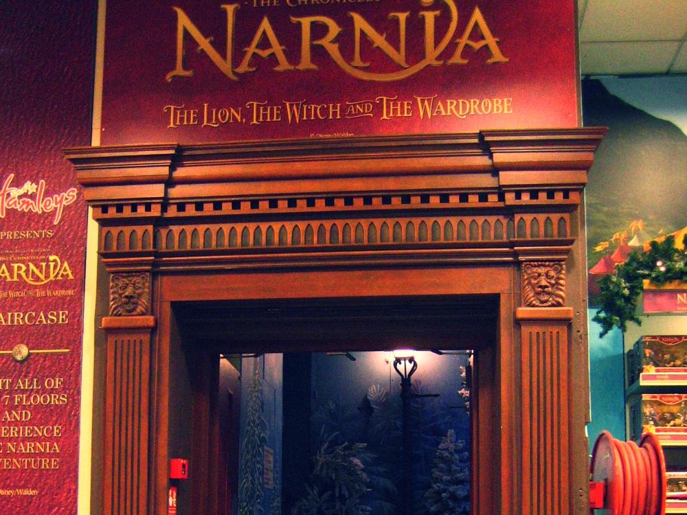 Narnia-Staircase-Hamleys-Visual-Merchandising-Events-&-Promotions-6.jpg