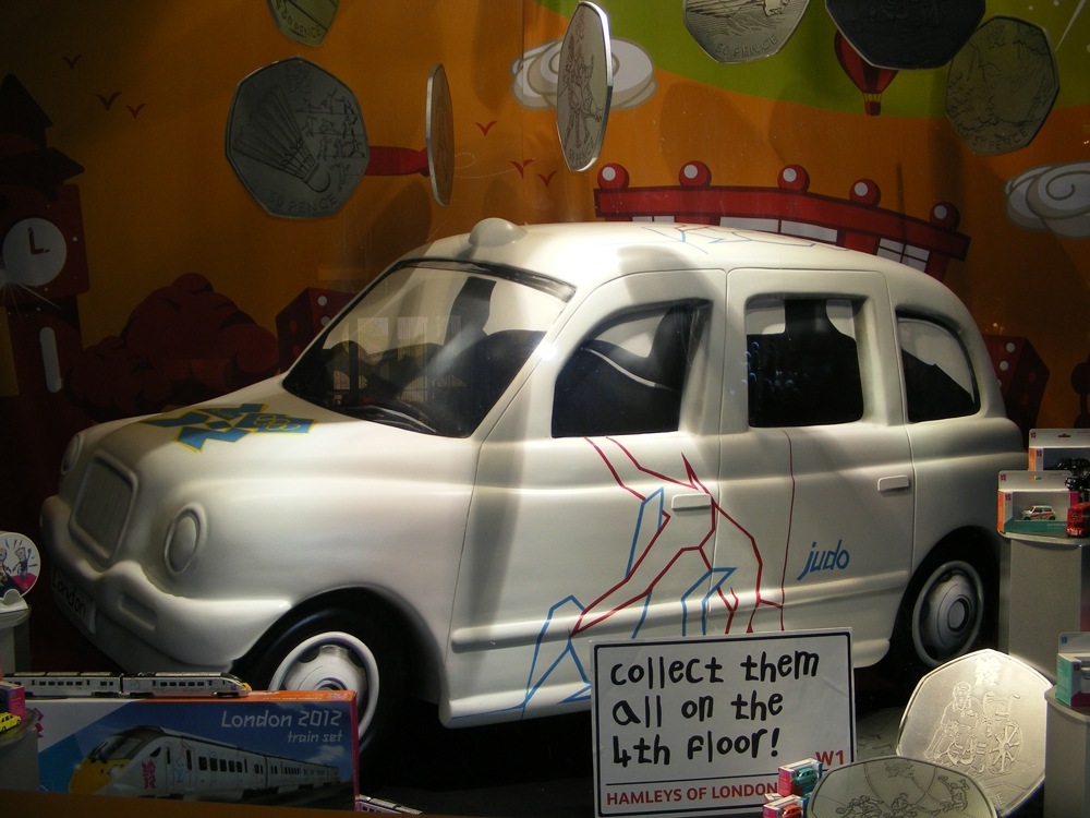 London-Olympics-2012-Hamleys-Visual-Merchandising-Events-&-Promotions-1.jpg