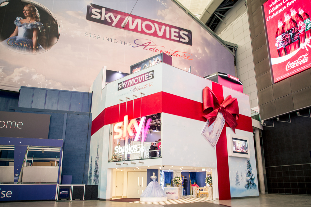 GIANT BOW - SKY STUDIOS -  O2 LONDON December 2015