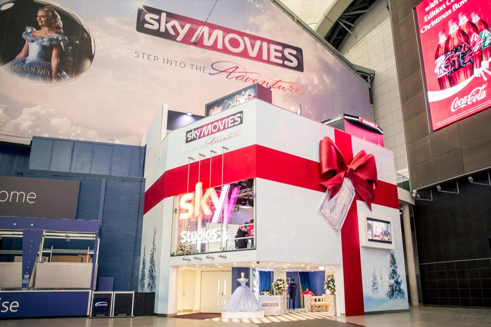 GIANT BOW - SKY STUDIOS - O2 LONDON    December 2015