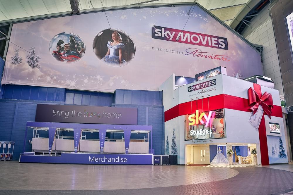 Sky-Bow,-Sky-Studios,-O2,-Christmas-Prop3.jpg