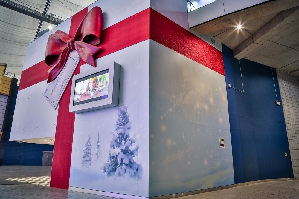 Sky-Bow,-Sky-Studios,-O2,-Christmas-Prop.jpg