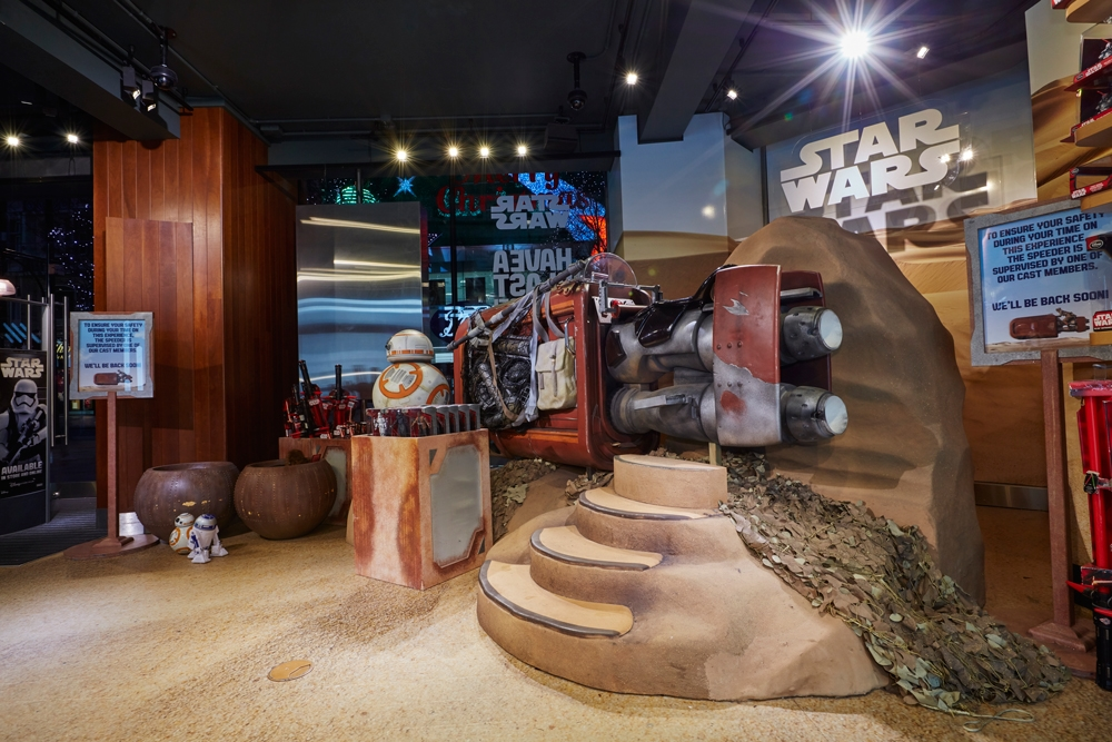 Star-Wars,-Disney-Store,-Oxford-Street,-Shop-Fittings,Visual-Merchandising,-Props-&-Sculpts,-Droid-BB8.jpg