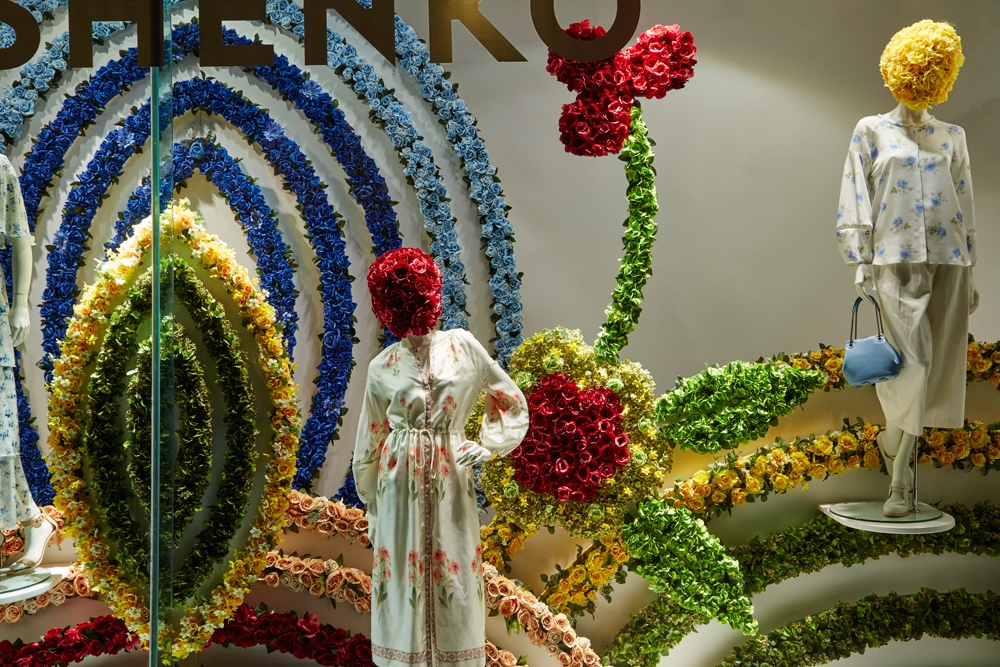 Fenwick-Bond-Street-Fashion-Store,-Vilshenko,-Fashion,-flowers,-Window-Display,-Specialist-fixtures-4.jpg
