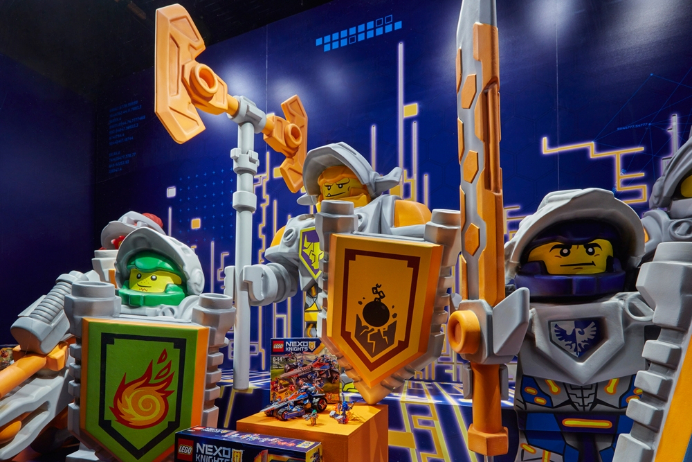 Propability,-Hamelys-Toy-Store,-Lego-Nexo-Knights,-Props-&-Sculpts-3.jpg