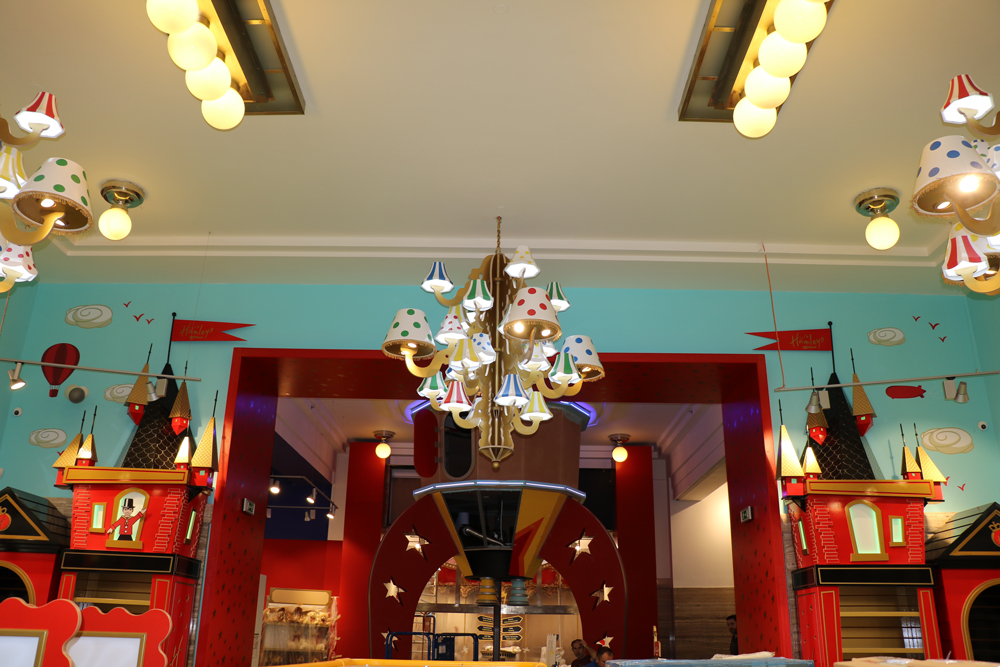 Propability,-Hamleys-Prague-Entrance-Featrues-and-Fixtures-Lighting--.jpg