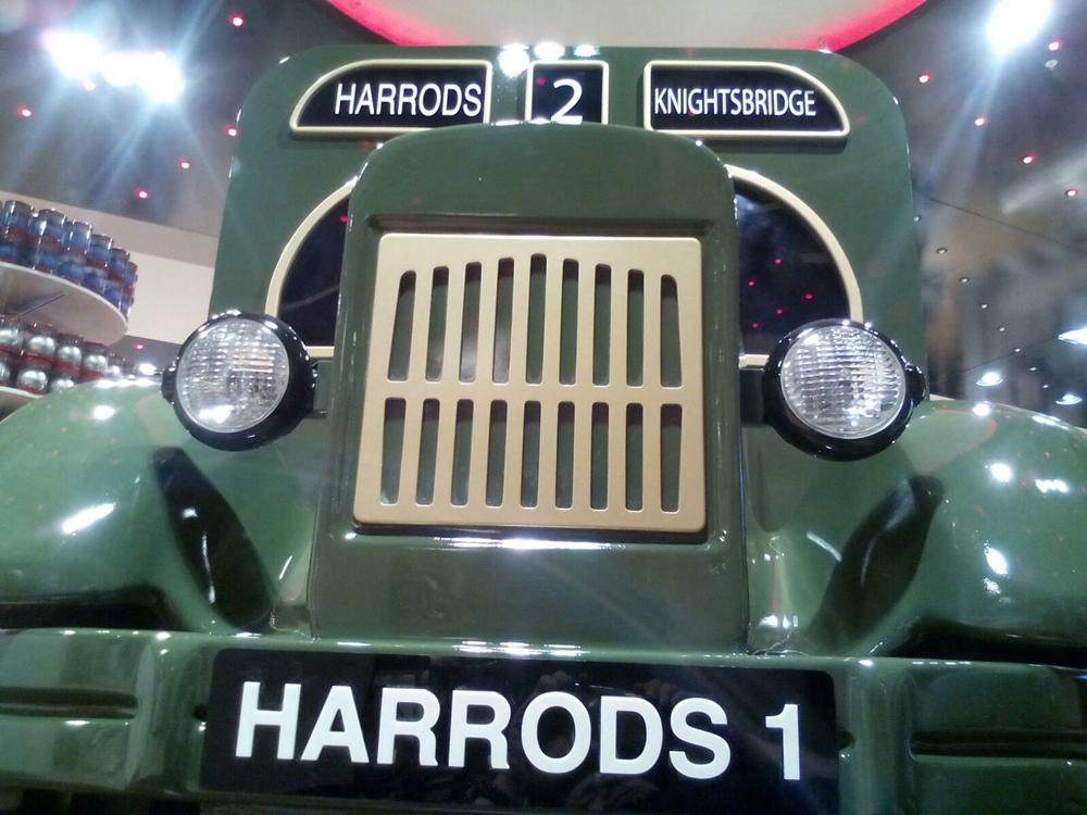 Harrods-truck,-prop,-fixture,-london-3.jpg