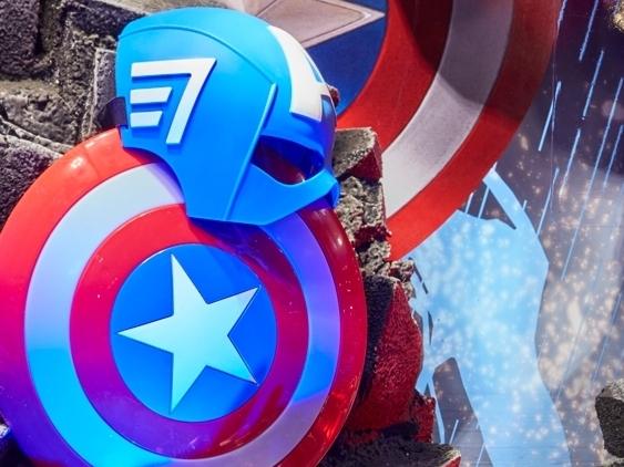 Captain-America,-Civil-War,-Disney-Store-Window-Display,-rain-lighting-effect.jpg