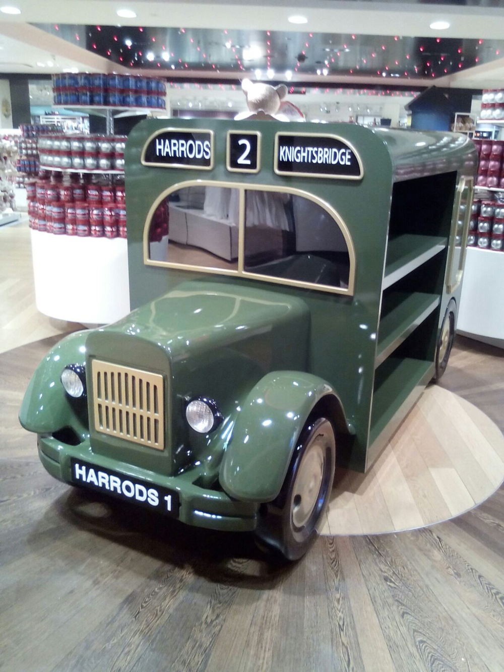 VINTAGEDELIVERY TRUCK - HARRODS May 2016