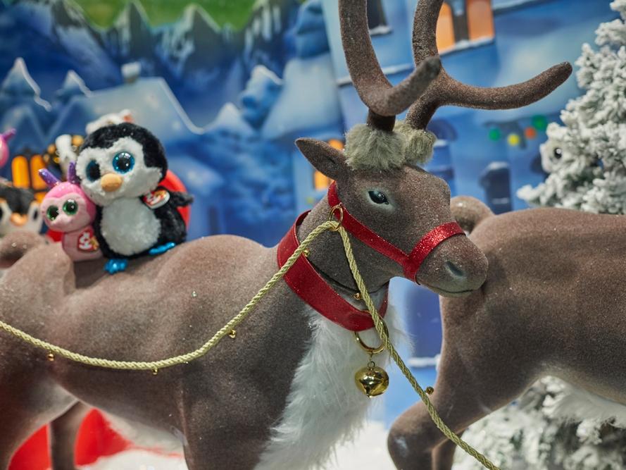 Propability,-Hamleys-Christmas-Window,-Life-Size-Animated-Reindeer-Landscape.jpg