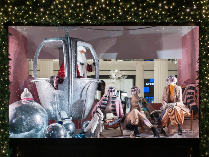 Propability,-Selfridges,Ski-pod-sculpt,-Christmas,-window-display-.jpg