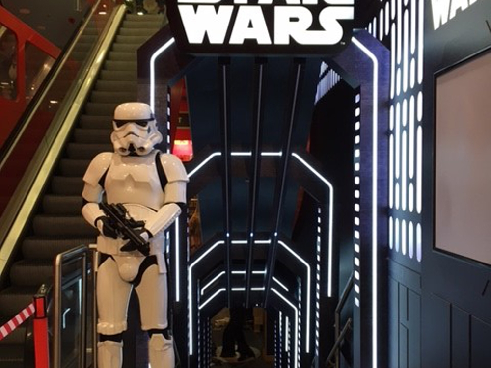 Propability,-Hamleys,-Entrance-Star-Wars-2.jpg