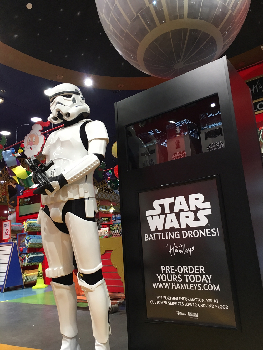 Propability,-Star-Wars,-Hamleys,-Stair-Way,-Store-Development4.jpg