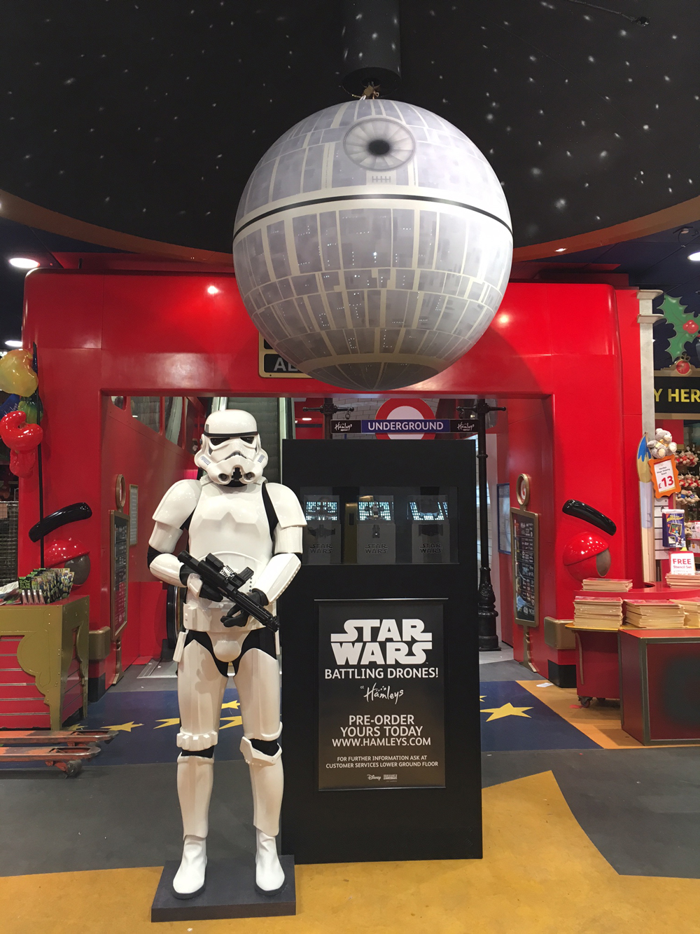 STAR WARS - HAMLEYS    December 2016