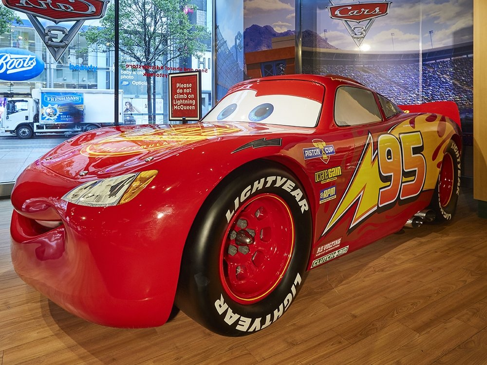 CARS 3 LIGHTENING MCQUEEN - DISNEY STORE LONDON    June 2017
