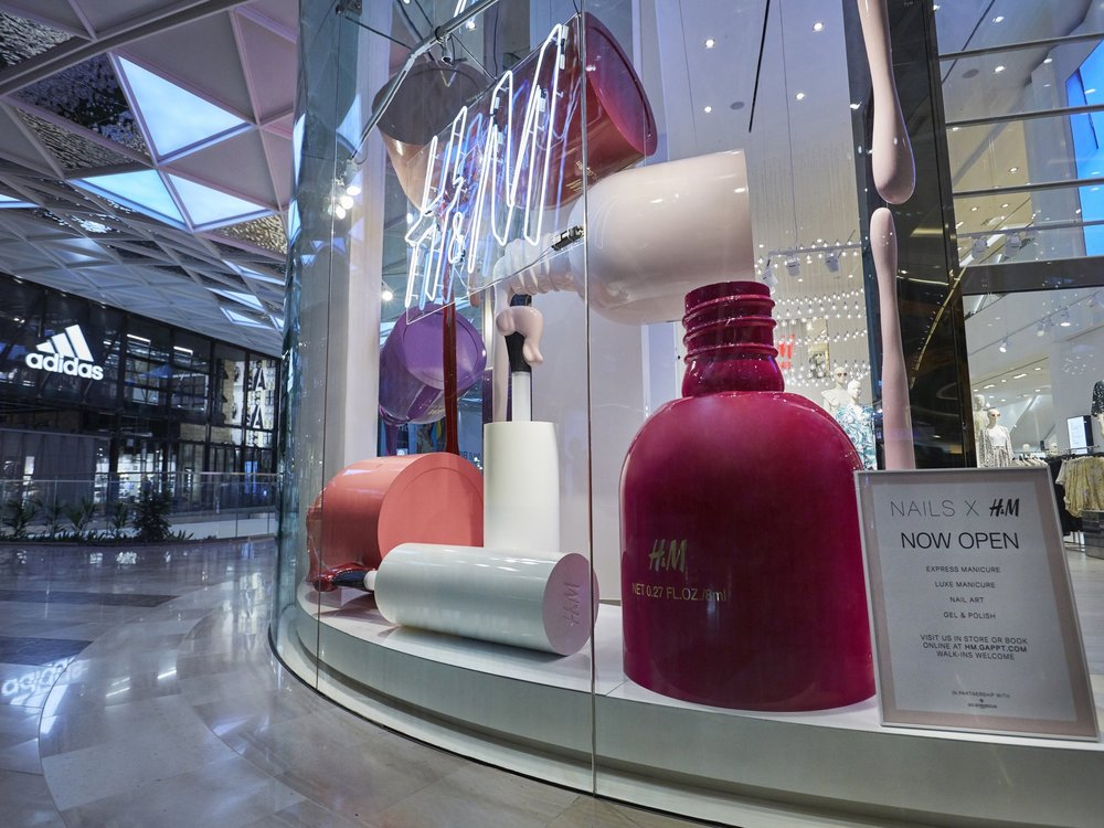 H&M, Propability Window, Giant Replicat Nail Vanish 3.jpg